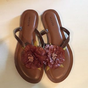 NWOT Alfani Flower Sandals
